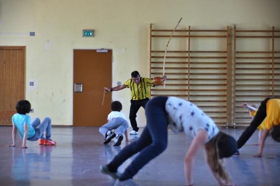 Kinderworkshop mit Mestre Poloca. Mit viel Spiel, Spaß, Märchen, Musik und Bewegung